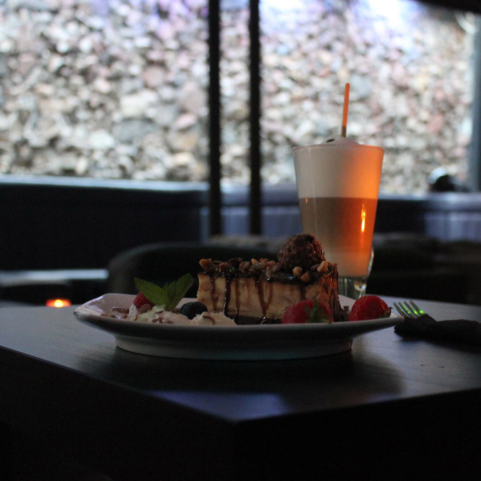 Oasis Shisha Lounge Glasgow cheesecake and latte